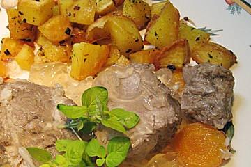 Sauerfleisch Schleswig - Holsteiner Art    Zutaten für 4 Personen:  1 kg Schweinenacken ohne Knochen  1 Flaschen Essig (Branntweinessig)  ¼ Flasche Balsamico, weißer  1 Flaschen Wasser (als Maß die leeren Essigflaschen nehmen)  1  Zwiebel(n)  2 ½  Nelke(n)  2  Wacholderbeeren  1  Lorbeerblätter  100 g Zucker    Pfeffer, bunter oder schwarzer, gestossener  2 ½ Tüte/n Gelatine    Salz    http://www.chefkoch.de/rezept-anzeige.php?ID=708561173449178
