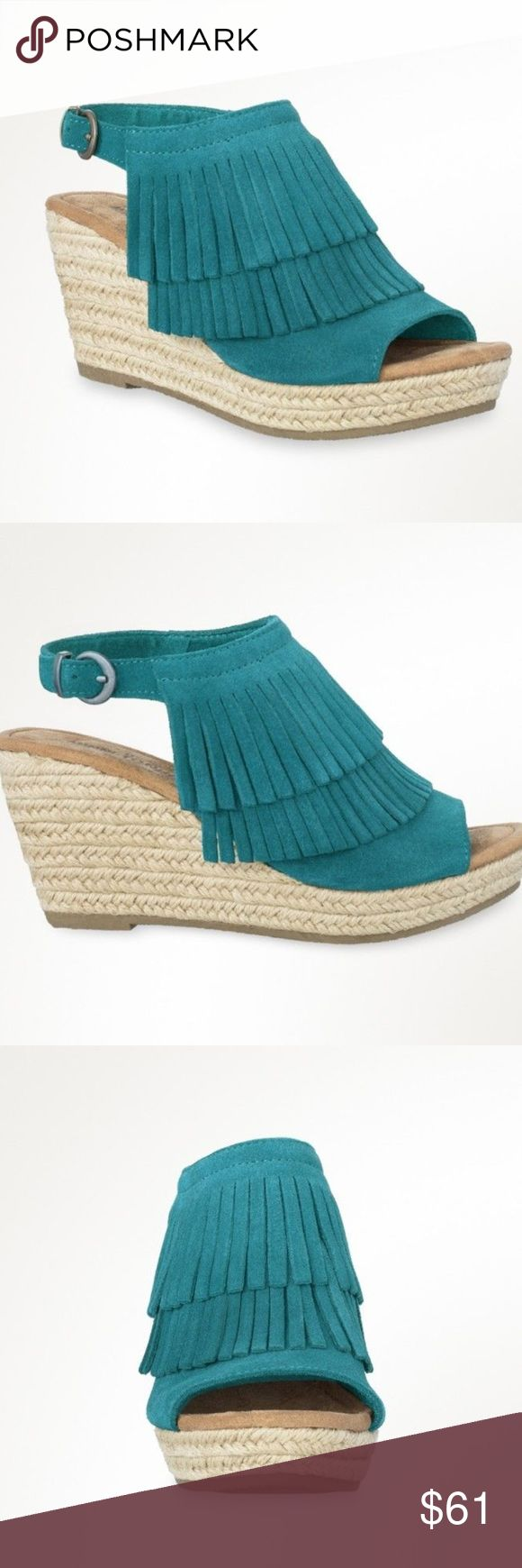 Minnetonka Ashley Women's Turquoise Wedge Sandal Ladies 3 ¼-inch jute wrapped wedges topped with two layers of soft suede fringe and buckled ankle straps. These women's sandals pair well with everything from cut-off denim shorts to flowy sundresses. Minnetonka Shoes Sandals