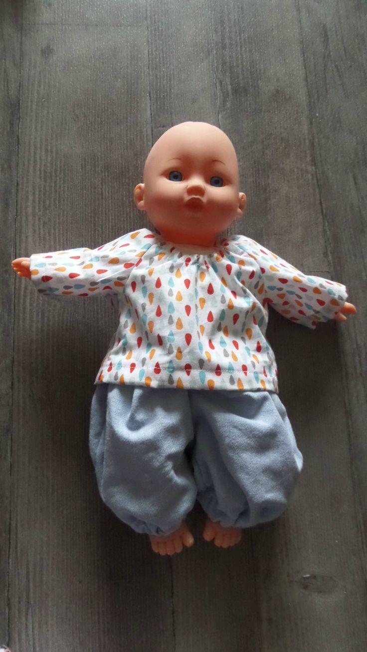 J'ai acheté à Maxime un bébé, mais il lui fallait des vêtements de garçon ... Alors j'ai fait plusieurs choses et du coup je vous donne les...
