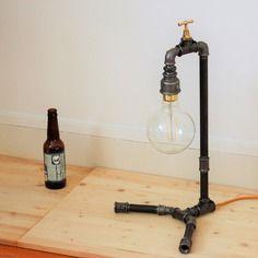 """Structure lampe à poser """"goutte"""" en raccords de plomberie en fonte"""
