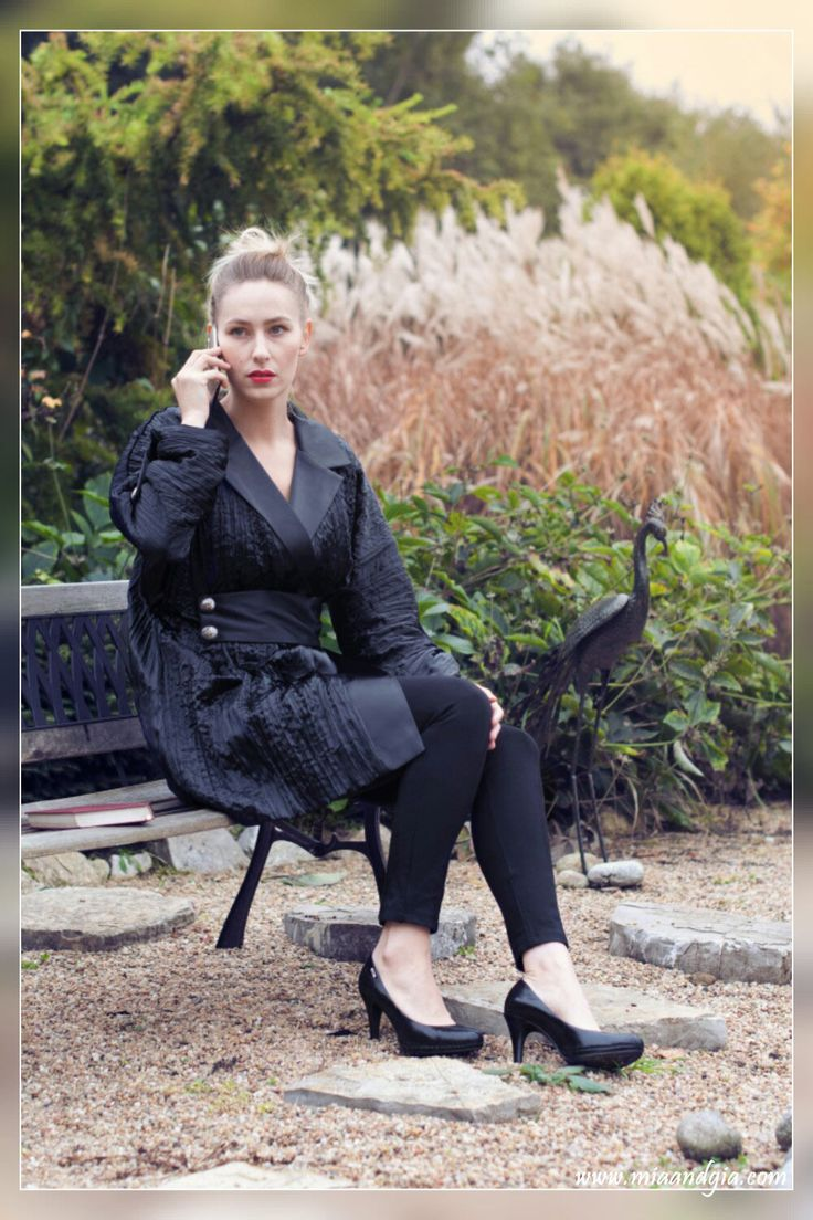 Classy, black, satin #coat with silver buttons <3 | Czarny płaszcz z kreszowanej satyny ze srebrnymi guzikami <3 --  #totalblacklook #fashion #fashionista #fashiondesign #fashionblogger #autumn #fall #coats #highheels #wysokieobcasy #classy #style #trends #moda #jesien #elegancki #czarny #plaszcz #패션 #여성의류 #가을 #코트