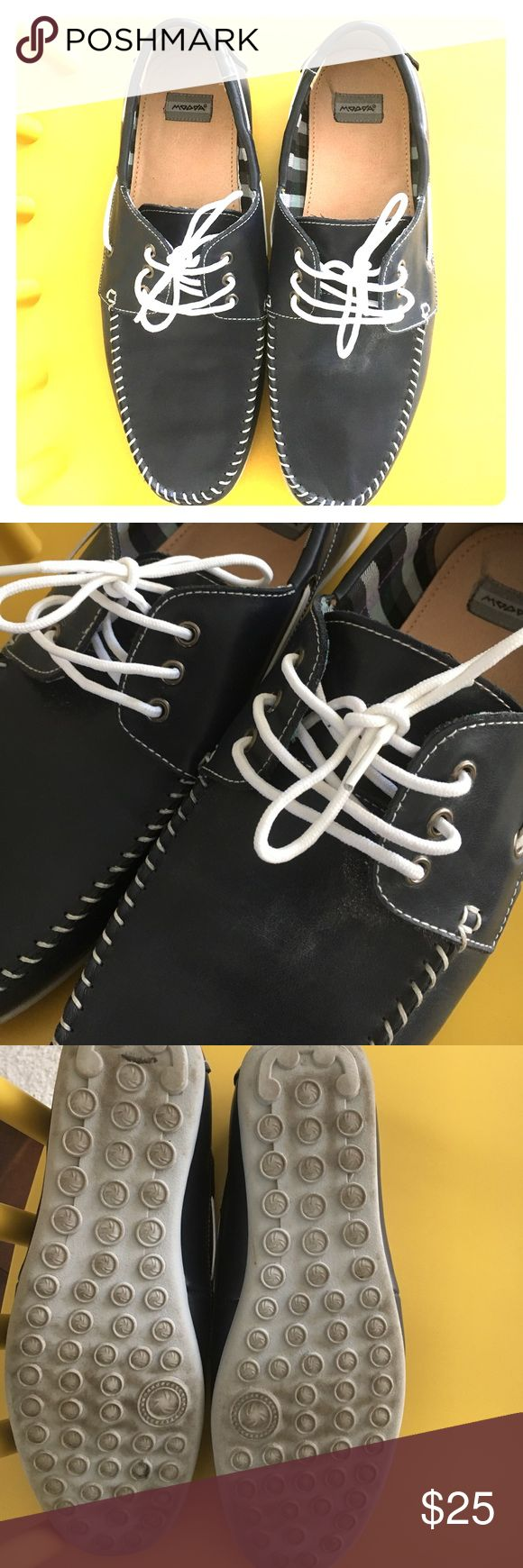 Men's navy blue boat shoes Navy blue leather boat shoes. Men's size 9. Gray rubber grip bottoms. White laces. Worn a few times, but good condition! moova Shoes Boat Shoes