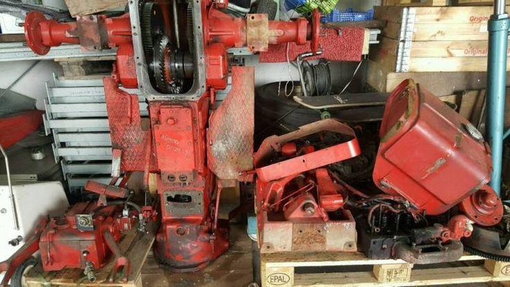 Hier werden diverse Ersatzteile von einem IHC 533 und 633 verkauft.Getriebe Motorteile Hydraulik usw. Einfach anfragen.