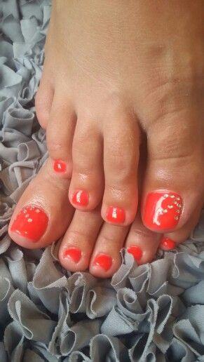 Neon orange toes