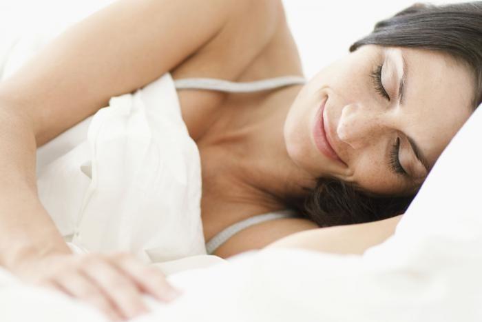 Een goede nachtrust is belangrijk maar in de zomermaanden kan die wel eens verstoord worden door het gezoem van muggen. Ze houden je uit je slaap en als je pech hebt, hou je er ook een aantal muggenbeten over. Maar hoe kan je die muggenbeten nu voorkomen? En wat kan je doen wanneer je effectief gebeten bent?