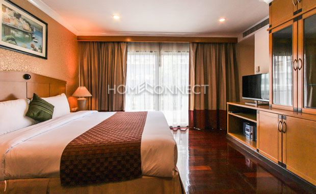 Studio Room for Rent at Admiral Suites  -  Get information of this rental & other available apartments or condos for rent, go to http://www.homeconnectthailand.com/bangkok-condos-for-rent/  This cozy studio room for rent at Admiral Suites is ideal for a single professional or a couple who are just starting out. Ready to move in today, this metro abode boasts of a dynamic 45 square meter floor plan featuring premium hardwood floors and full length glass windows veiled with
