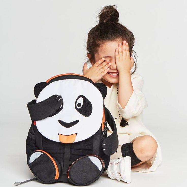 #Affenzahn #Rucksack #Panda spielt mit Mädchen - ideal für #Kindergarten http://www.spielzeug24.ch/ki/Affenzahn-Rucksack-5882921.html