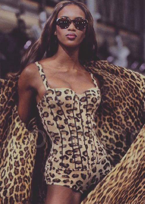 balenciagalux:  Naomi Campbell Azzedine Alaïa Runway ✿♔Life, likes and style of Creole-Belle♔✿