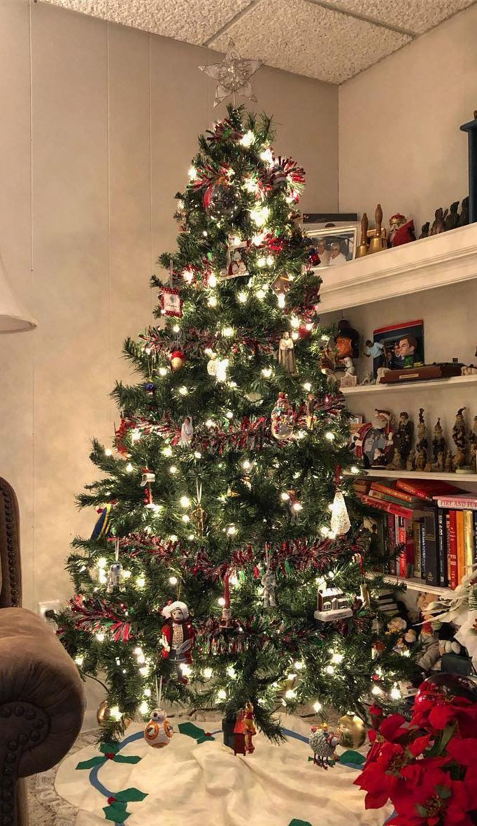40 Awesome Christmas Tree Decoration Ideas For New Year 2019 Page 17 Of 40 Ladiesways Com Women Hairstyles Blog Christmas Tree Decorations Contemporary Christmas Trees Unique Christmas Trees