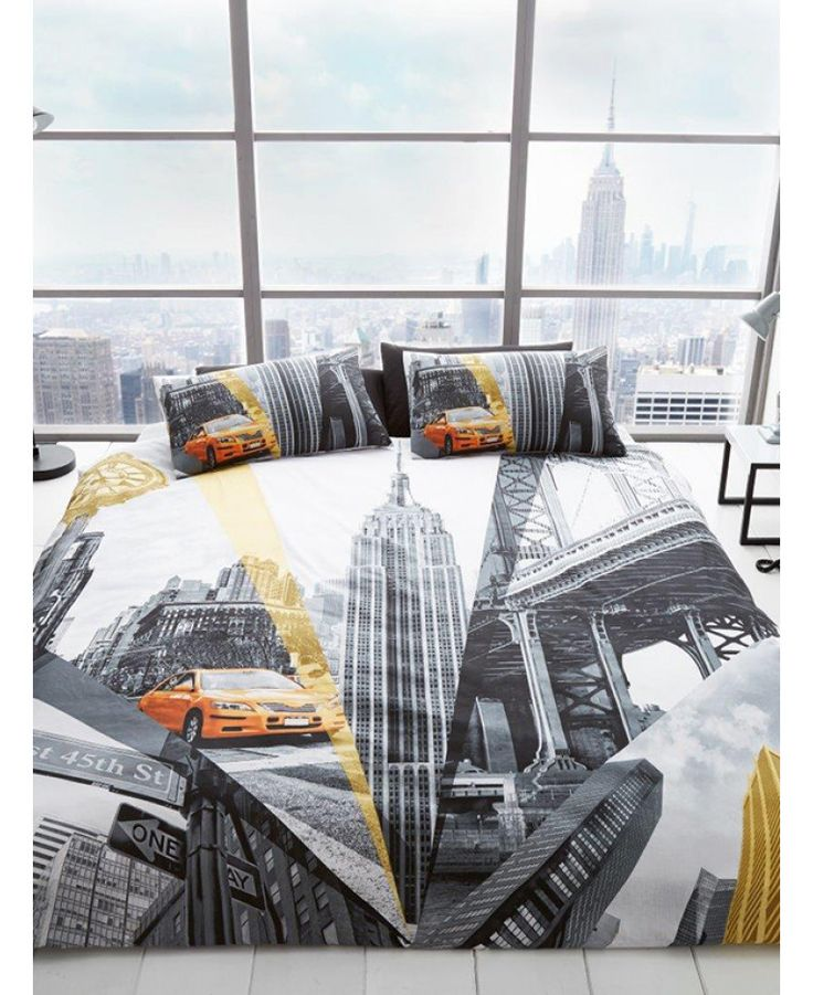 The New York Fifth Avenue Double Duvet Cover Set features iconic black and white images associated with NYC. Free UK delivery available