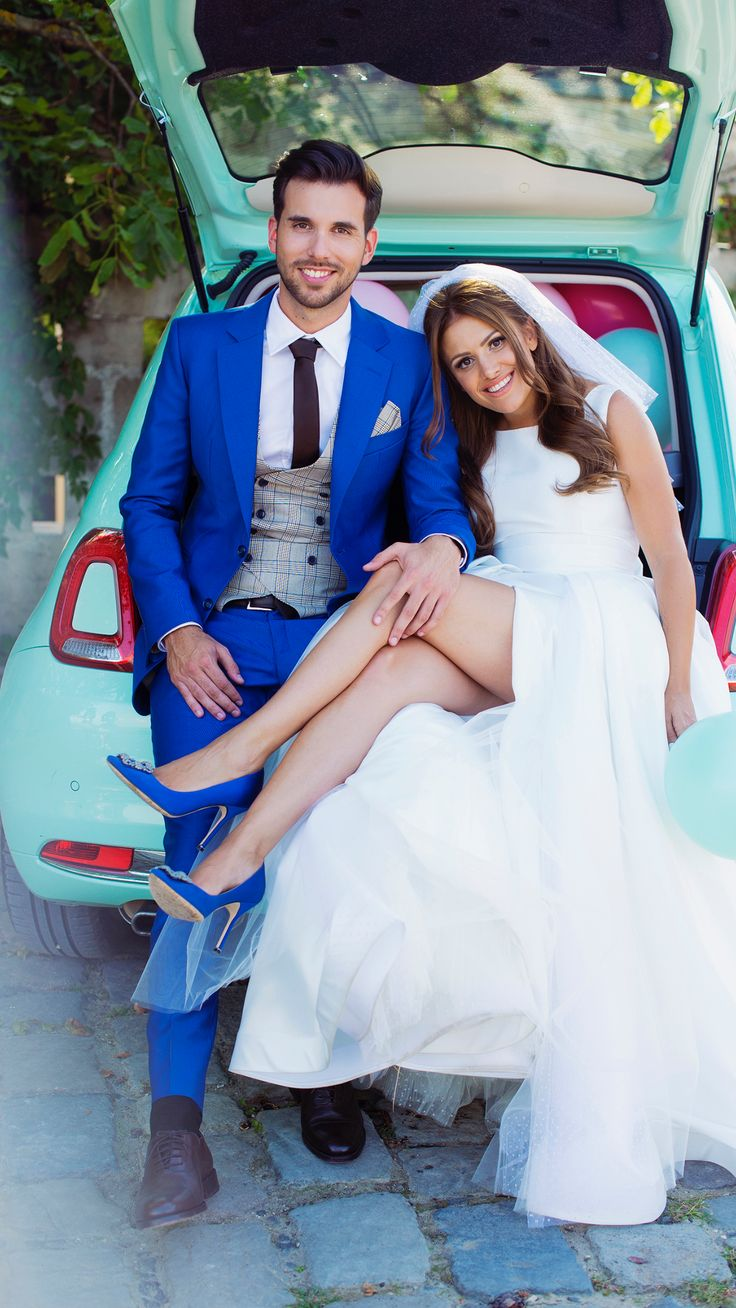 #bridesmaid #blue #dress #flowers #wedding #classic #weddingdress #vivien #vivienborzi #traditional #bridal #bestfriends #realwedding #hungariangirls #love #beautiful #blue #weddingdecor #decor #stars #and #white #fiat500 #fiat #mint #500 #car #weddingcar