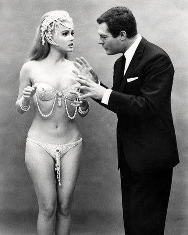 Marcello Mastroianni and Pamela Tiffin - Oggi, domani, dopodomani - ( Kiss the Other Sheik) 1965