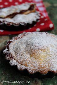 Crostatine con marmellata di fragole e pesche sciroppate