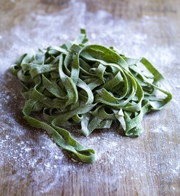 Nudeln selber machen: Grundrezept für grüne Nudeln