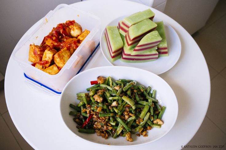Balado Tahu, Tumis Kacang Panjang and Tempe, and Kue Lapis, Indonesian meals cooked by Sumi.
