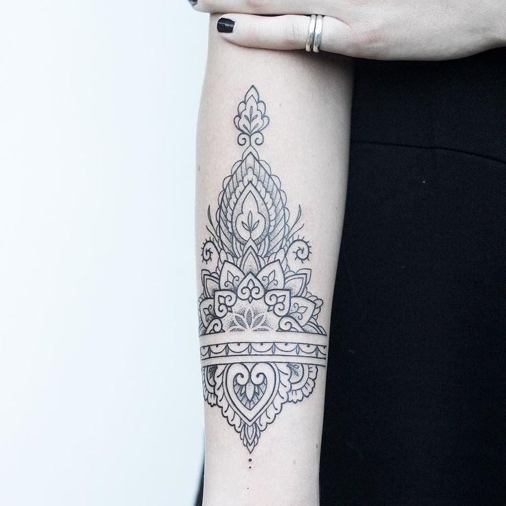 From my first day in London at @through_my_third_eye_tattoo  Thanks Emily! _______________________ #rachainsworth #mehnditattoo #mandalatattoo #linetattoo #dotworktattoo  @equilattera @inkstinctofficial @tattooarmada @theartoftattoos @tattrx