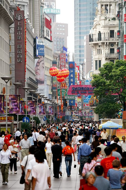 Nanjing Road, the most visited shopping road in Shanghai.