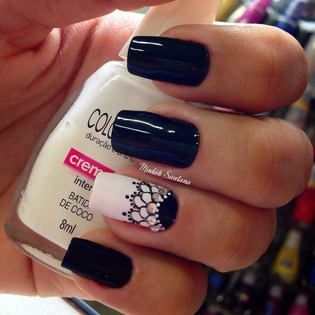 Black and white mani with lacy accent nail. (by @madahsantana on IG)