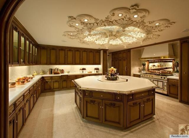 Photos 10 heartbreakingly gorgeous kitchens celebrity for Luxury kitchen layout
