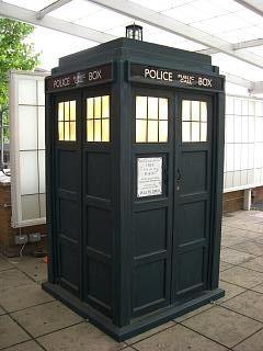 TARDIS do Doutor como parecia entre 2005 e 2010 em exposição na BBC Television Centre