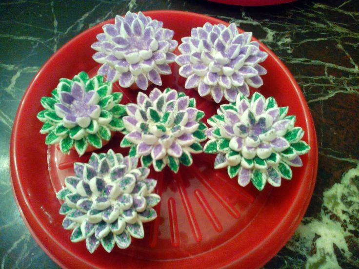 Quequitos decorados con bombón