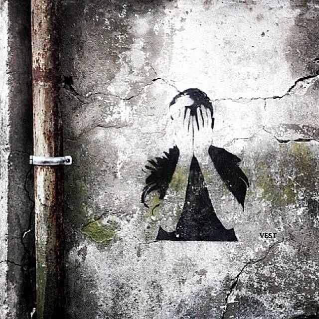 Bergen Streetart: Boys (don`t) cry.  Photo: @Mot Veggen/artist: Vest