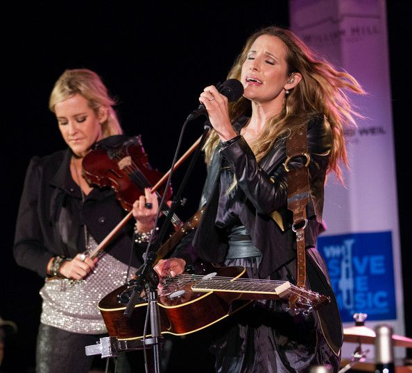 Emily Robison Photos - VH1 Save the Music Foundation Benefit in Napa - Zimbio