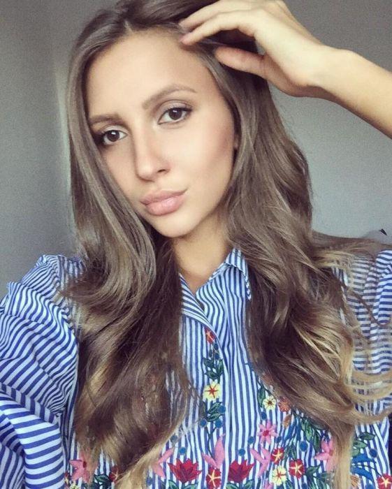 #интересное  Екатерина Костюнина - самый красивый арбитр российского футбола (16 фото)   21-летнюю Екатерину Костюнину из Красноярска назвали самым красивым арбитром российского футбола. Девушка судит мужские и женские футбольные матчи зоны «Сибирь» и играет за