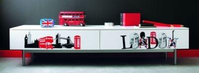 Kit di adesivi a tema LONDRA perfetti per completare la stanza di ogni teenager. Sono disponibili anche carte da parati a tema. Chiedici maggiori informazioni allo 049 8871959