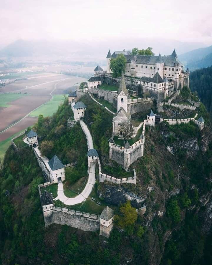 Hochosterwitz Karnten Austria Burgen Schlosser In Osterreich Traumhaftes Ausflugsziel Das Neben Dem Schone Mittelalterliche Burg Deutschland Burgen Burg