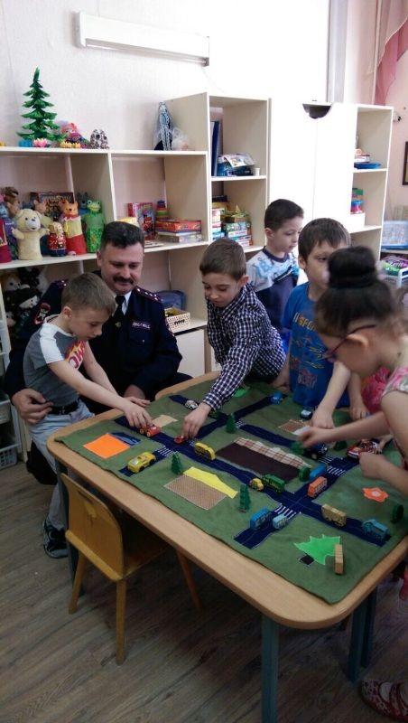 Обучающие макеты автогородков сделали родители для детских садов Ставрополья