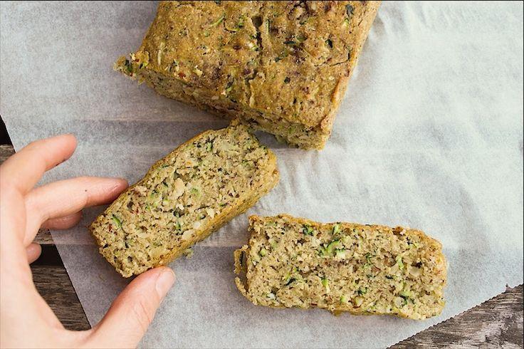 Jo, den er SVIMLENDE lækker, denne krydderkage, der er lavet på primært squash og pofiber. Dvs. den indeholder en masse grønt, og derfor sagtens kan gå som en hverdags-kage (med god samvittighed), hvis du spørger mutter her! Man kan slet ikke smage squashen - eller at den er så sund, og det e