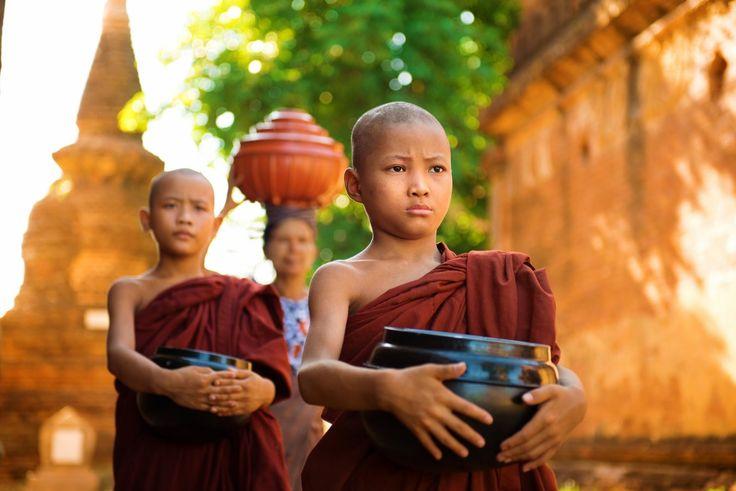 Partez à la rencontre des moines à Bagan.