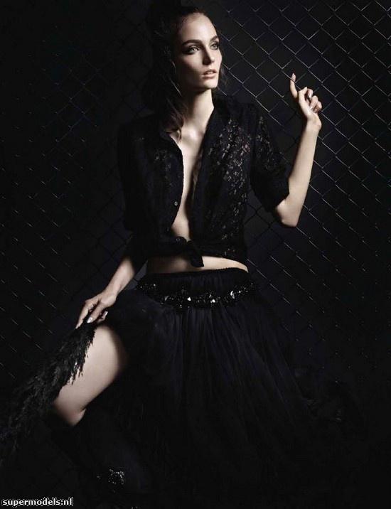 Zuzanna Bijoch in 'Oiseau de Nuit' - Photographed by Liz Collins (Numéro #135 August 2012)    Complete shoot after the click...