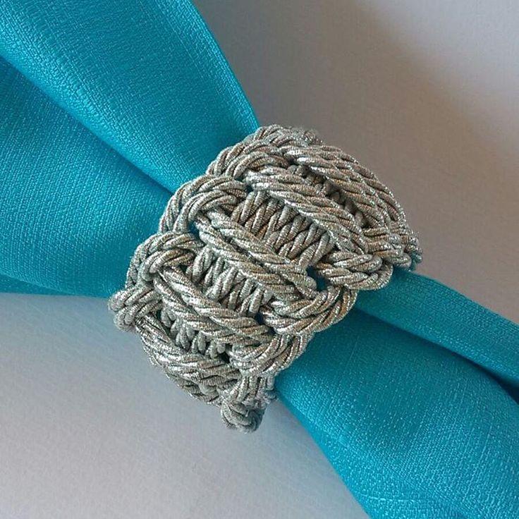 Porta guardanapo cordão de sao francisco … modelo trançado. Modelo 2 62 3289 5721 / 8240 5050 www.stileperfetto.com
