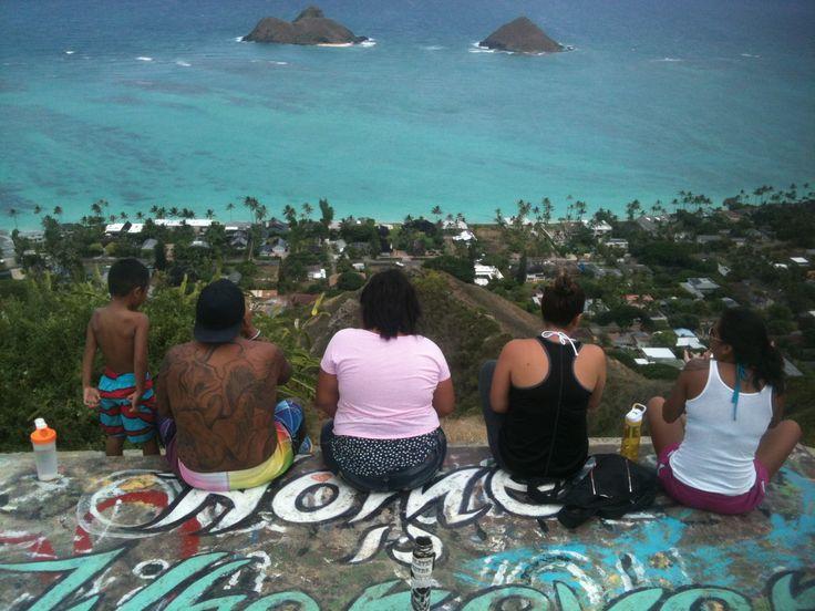 A local family views the beautiful Mokulua Islands, from Lanikai Pillboxes hike