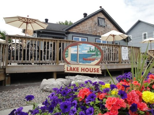 The Lake House restaurant, Fenelon Falls - Right across the road from Fenelon's great new accessible docking. Roadhouse food.