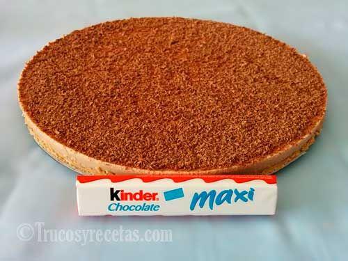Deliciosa tarta de kinder chocolate preparada a base de la famosa chocolatina kinder. Una tarta de sabor espectacular, ideal para niños y mayores.