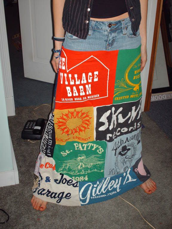 Make a patchwork skirt out of jeans and T-shirts!