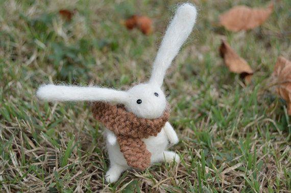 Feltro coniglio giovane ago indossare sciarpa, a mano, autunno, coniglio, lepre, Woodland Critter, feltro, animale, morbida scultura, OOAK, arte di fibra, in miniatura