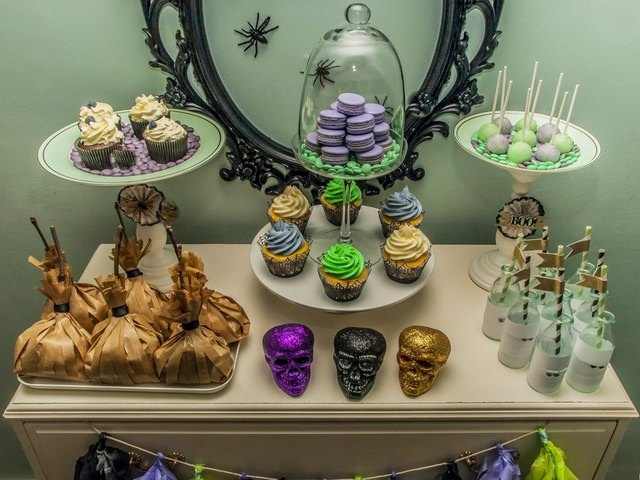 Halloween Dessert Table #halloween #desserttable