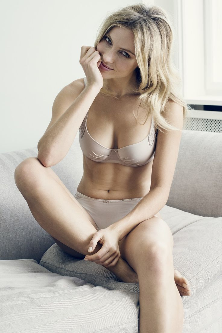 The Platinum series of Femilet is made in a beautiful skin colored fabric. The bra has some nice details and the shorty is made of nice thin fabric. Available at www.bdyfashion.com in The Netherlands.