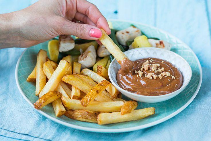 Wat is er nou lekkerder bij kip en friet dan een zelfgemaakte satesaus? bekijk het recept hier.