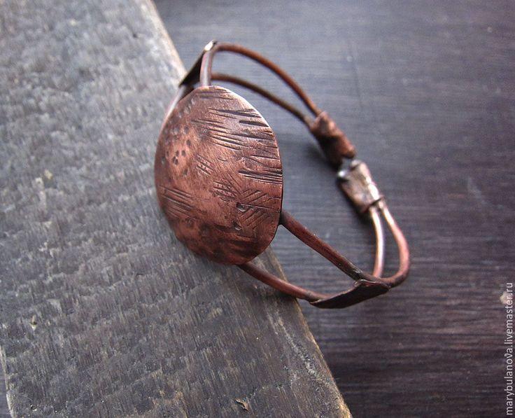Купить Крупный медный лаконичный браслет с чеканкой - коричневый, браслет, медный браслет, медное украшение