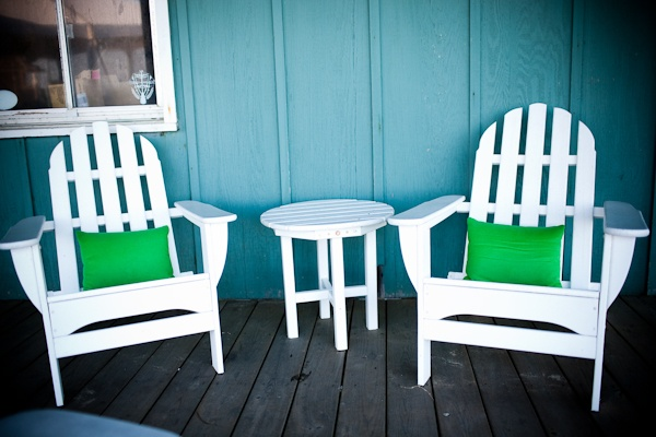 i need some awesome accent pillows for my non-existent outdoor furniture ... probably after i get out door furniture