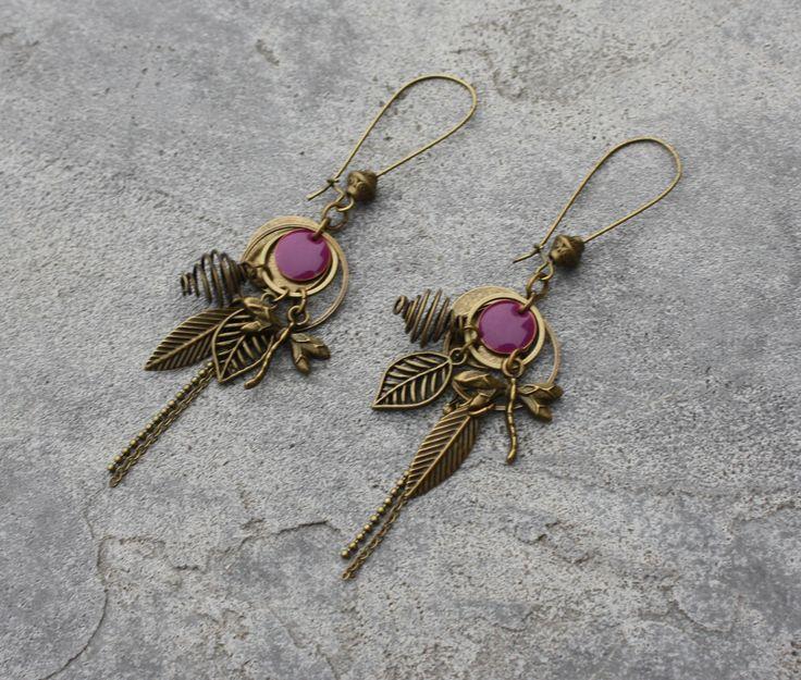Bijou Créateur - Boucles d'oreilles dormeuses bronze et violet antique Breloques plume feuille libellule anneaux et sequin émaillé