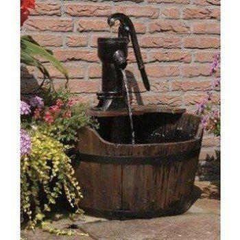 Waterornament Newcastle is een rustieke set met waterpomp brengt nostalgie in uw tuin. Complete set met pomp, aansluitmateriaal en bassin. Gemaakt van hout met gietijzeren pomp.