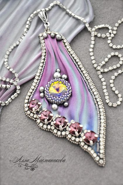 "Pendant ""Butterfly Wing"" with Swarovski crystals and ribbon Shibori - lilac"