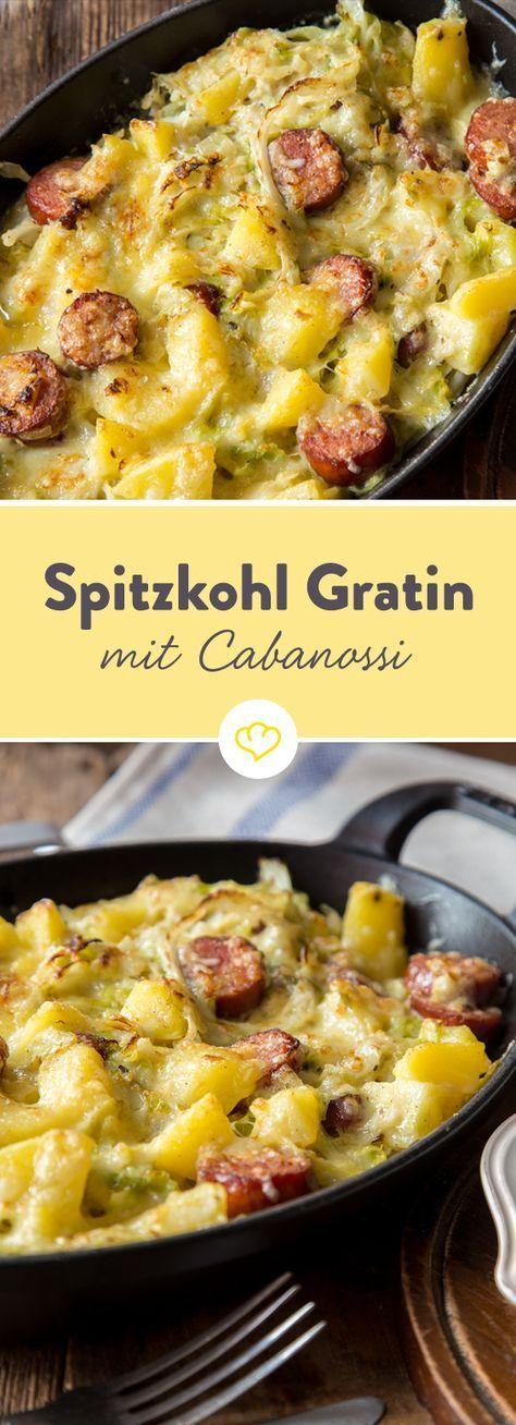 Zarter Spitzkohl, würzige Cabanossi und Kartoffelwürfel heißen die Kohlsaison in einem deftig aromatischen Gratin aus dem Ofen herzlich willkommen.