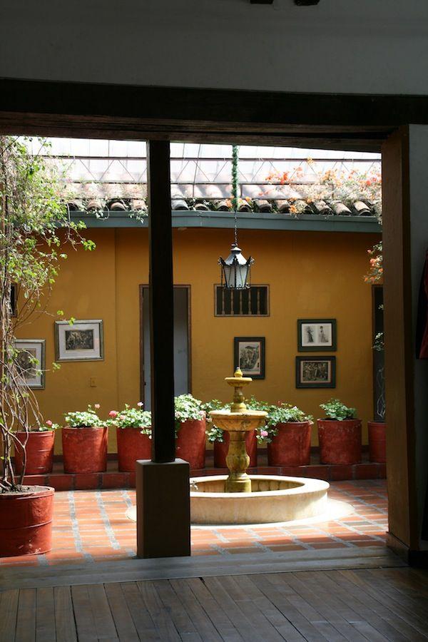 Tipico patio casa coloniale, Bogotà Casas coloniales